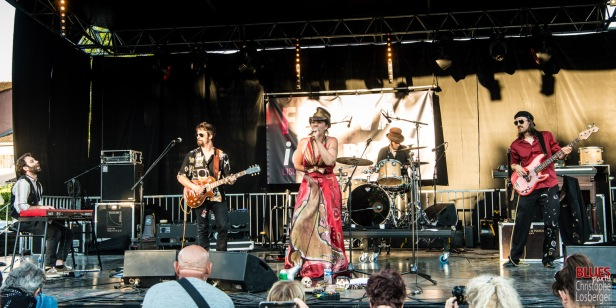 Stephanie Océan Ghizzoni (vocals, washboard), Filippo Romano (keyboards), Luigi Cerpelloni (guitar, ukulele), Paolo Xeres (drums, percussions), Marco Xeres (bass). Alligator Nail @ 5ème Blues Party, Les Jardins du Millenium, l'Isle d'Abeau (France), 10.06.2017. (c) Christophe Losberger