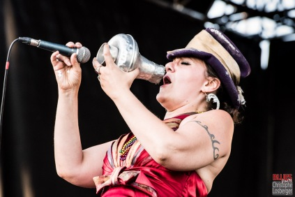 Stephanie Océan Ghizzoni (vocals, washboard). Alligator Nail @ 5ème Blues Party, Les Jardins du Millenium, l'Isle d'Abeau (France), 10.06.2017. (c) Christophe Losberger